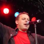 Dani Kalt bei einem Auftritt - Vogel im Wind...