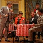 Theater Zuzgen 2012 - Dani Kalt als Kuno Küng, erklärt singend die Lage